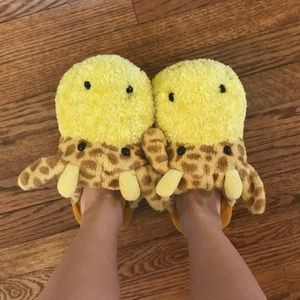 slippers that are giraffes